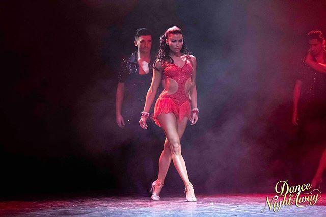 Stolta steg mot en ny vecka @aaronbrownuk @jasminetakacs Biljetter till Dance The Night Away kan köpas på www.dancethenightaway.se Sverigeturné Hösten 2019.  Proud steps towards a new week... #dancethenightawayshow #dancethenightaway #sverigeturne #dansshow #letsdance #scd #dwts #proffsdansare #aaronbrown #jasminetakacs #dansare #latindancera #ballroomdancers  Fotograf @fionawhytepics
