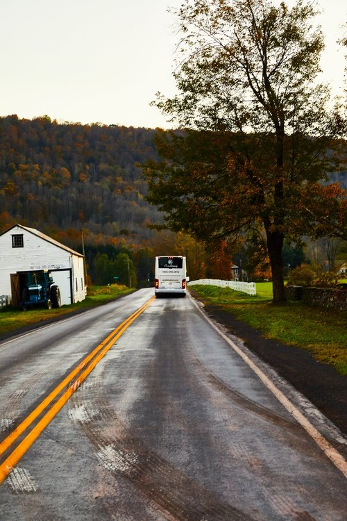 CATSKILL CARRIAGE LUXURY BUSES, IMAGE BY  CHRISTIAN HARDER