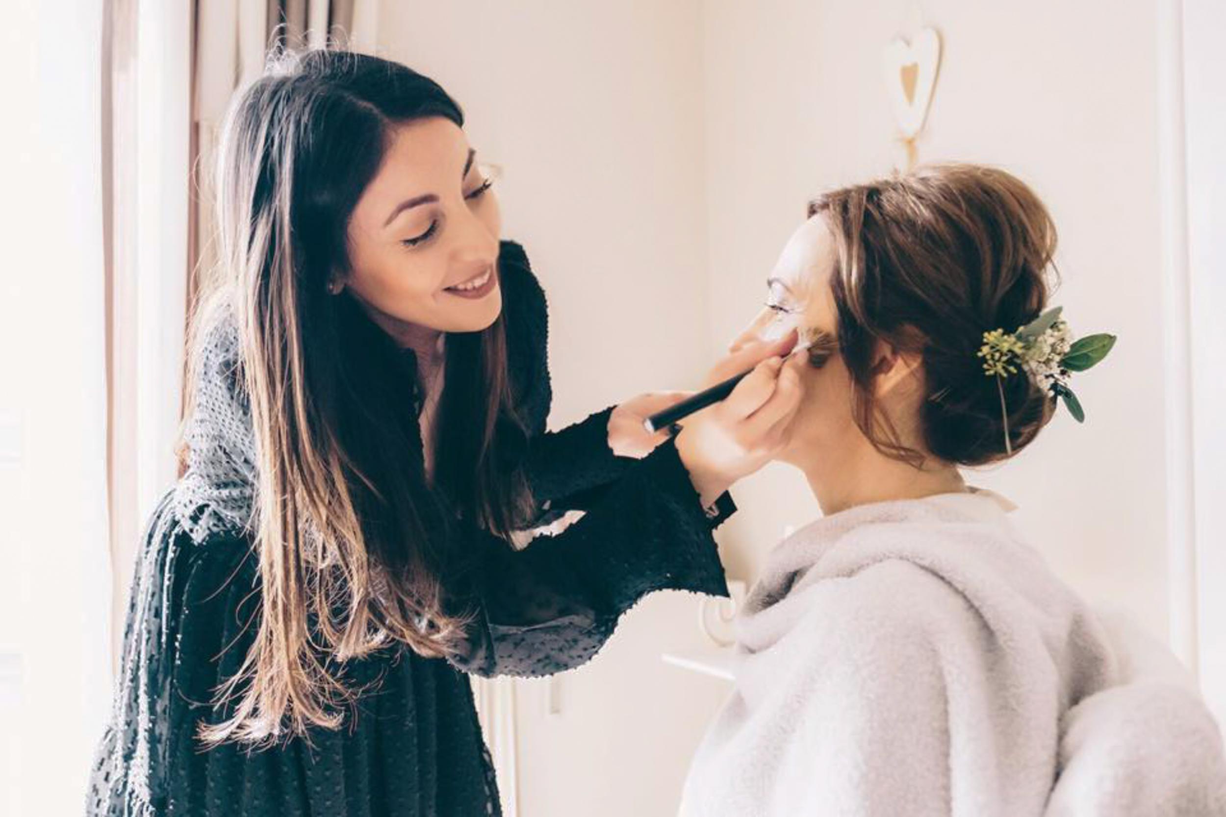 BRIDAL STYLING - Natürlich - Schön - Stilvoll. Das sind unsere Stilzucker Bräute. Unser Team aus professionellen Hair & Make up Artisten zaubert euch das passende Styling und kreieren EUREN Look! Sehr gerne auch für eure Trauzeuginnen, Bridemaids und Hochzeitsgäste.