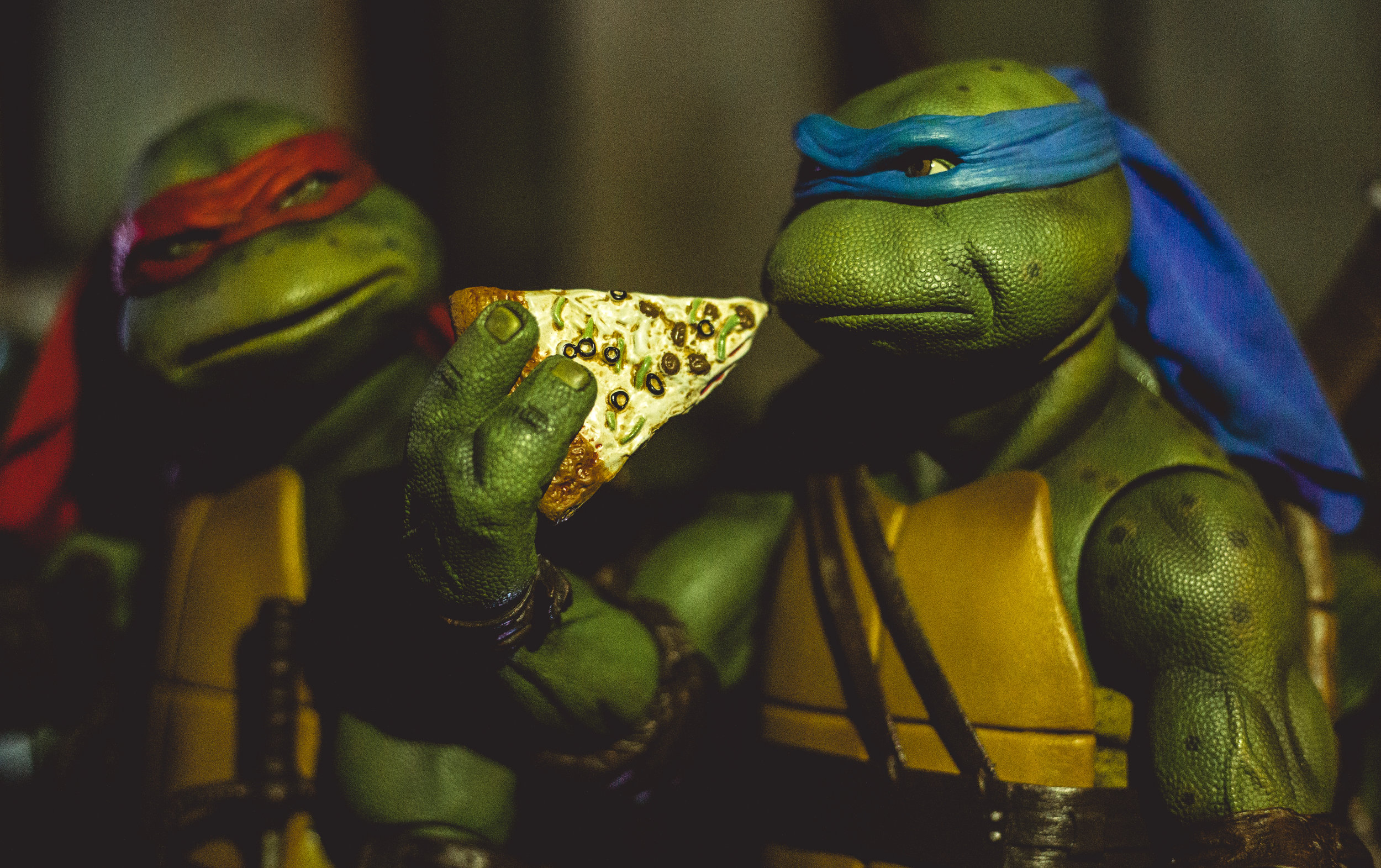 Leo & Raph Eating Pizza.jpg
