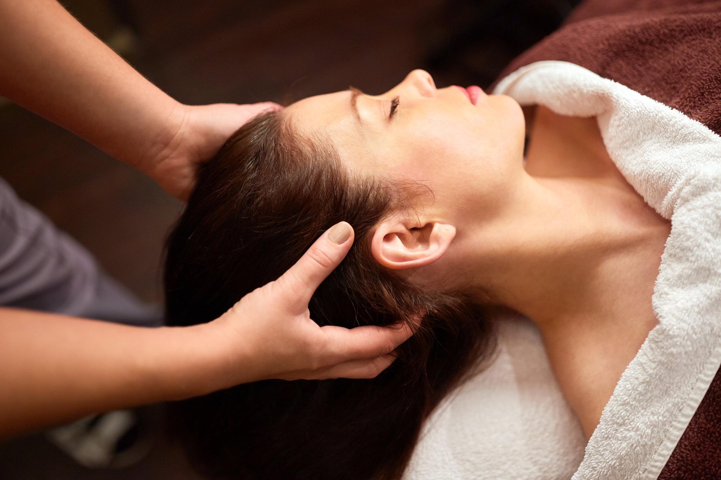 woman-having-head-massage-at-spa-PVTYS7B.jpg