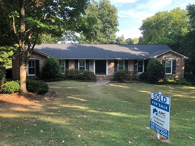SOLD! 3015 Warrington Road. Love having my Buyer as my new neighbor! Thanks @carolineturnerezelle for a smooth transaction!