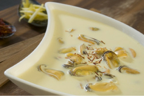 cream of mussel soup with lemon and saffron -