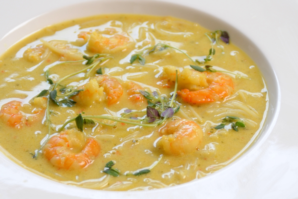 thai prawn noodle soup with chilli and lemongrass -