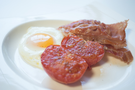 fried eggs with ham and tomatoes -