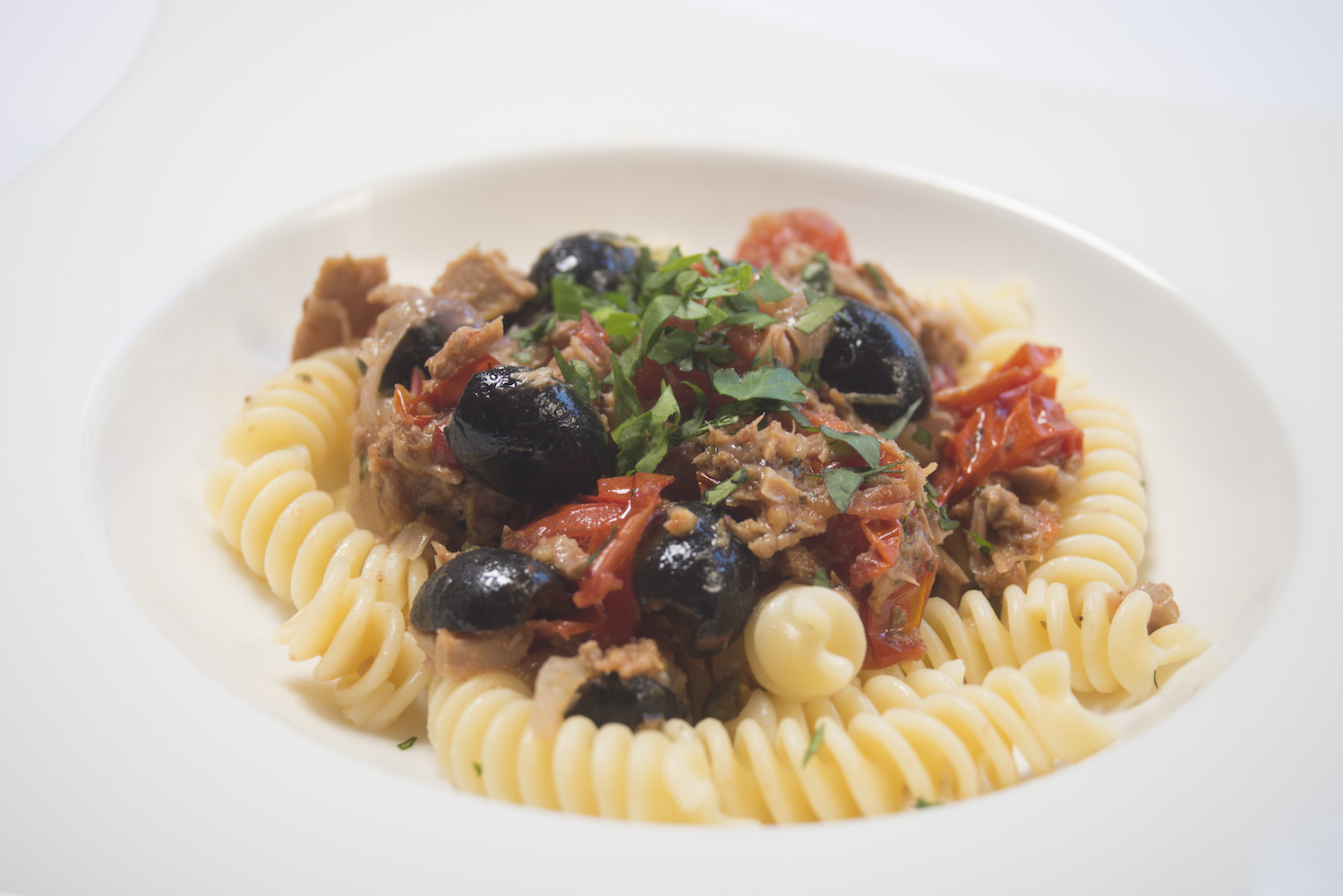 pasta a la nicoise with tuna and olives -