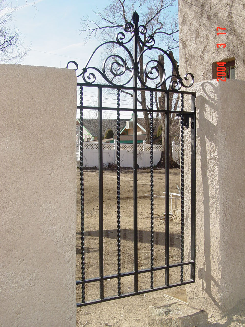 bezona gates (4).jpg