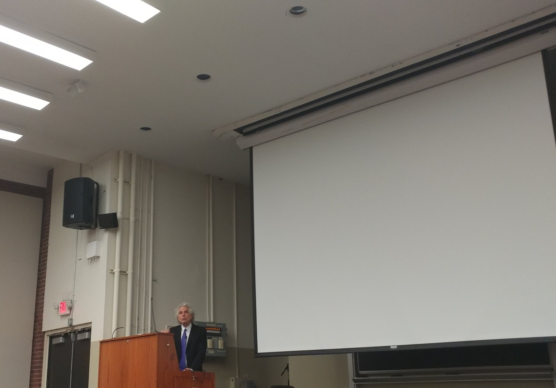 Steven Pinker speaks to a crowd of Rutgers students and faculty in Scott Hall 123 about his book  Enlightenment Now  (Credit: Aviv Khavich)