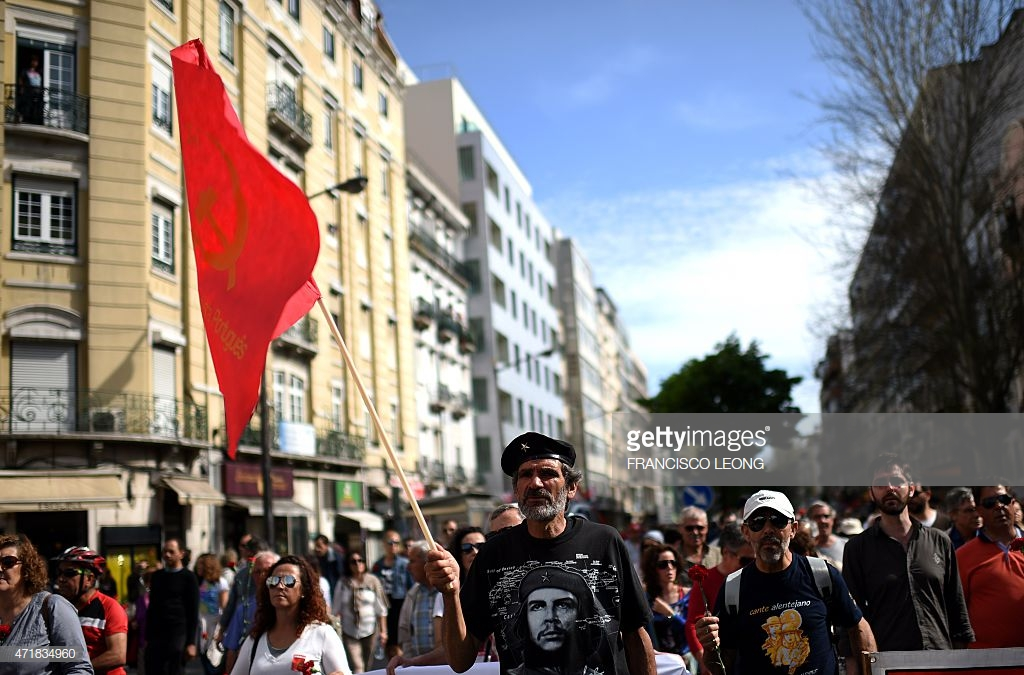 Protester wearing a Che Guevara t-shirt, despite him being a mass murdering tyrant.