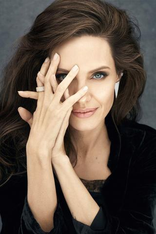 Established+Jewelry+Press,+Celebrity+Angelina+Jolie.jpg