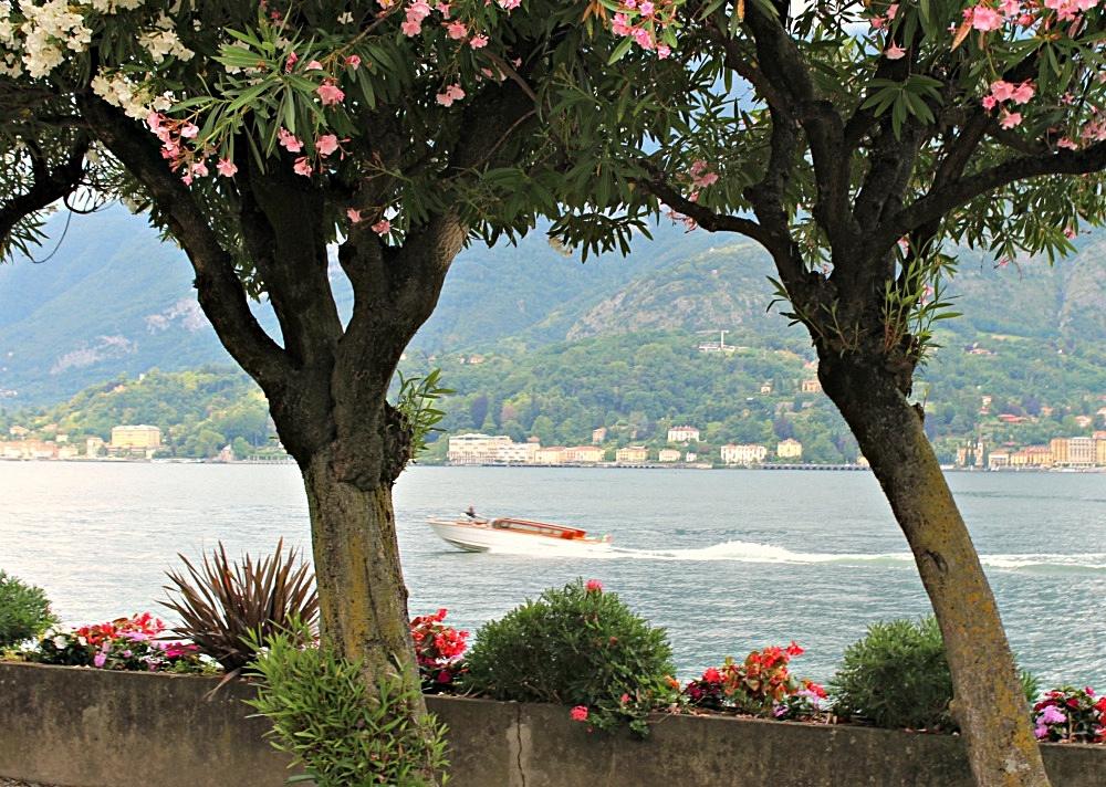 Boat on Lake Como.jpg