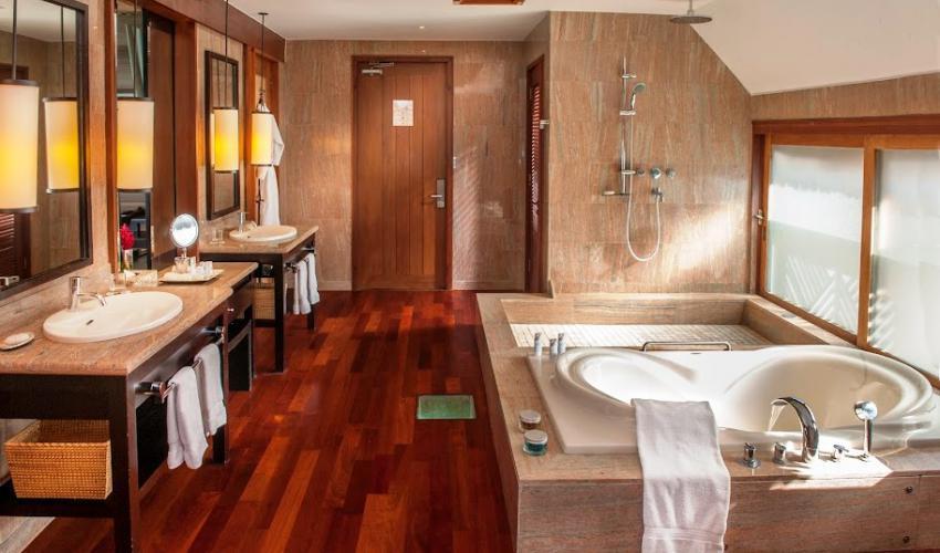 St_Regis_Bora_Bora_Resort_04-1.jpg