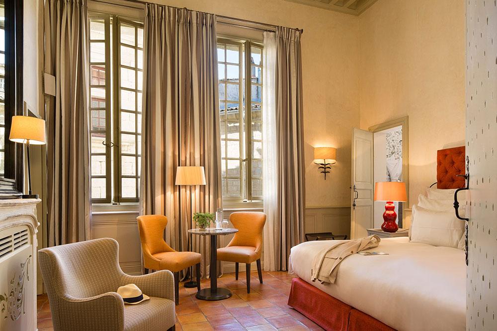 6-hotel-lamaisonduzes-chambre.jpg