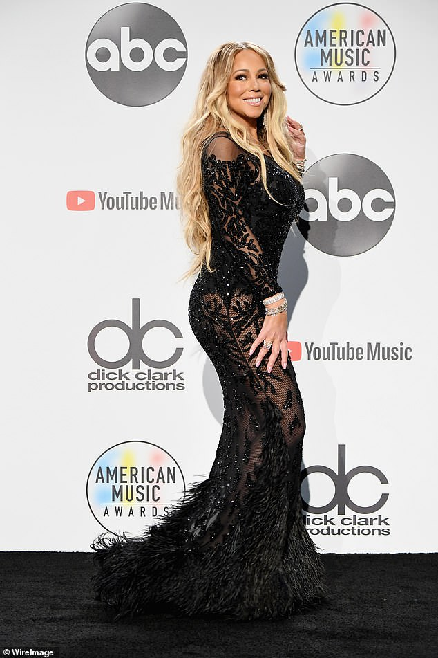 4908848-6259289-Beautiful_The_American_Music_Awards_were_hosted_by_Tracee_Ellis_-a-25_1539149131731.jpg