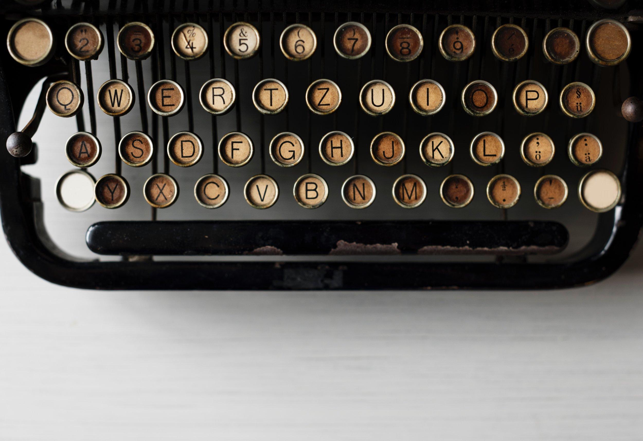 Black and gold typewriter