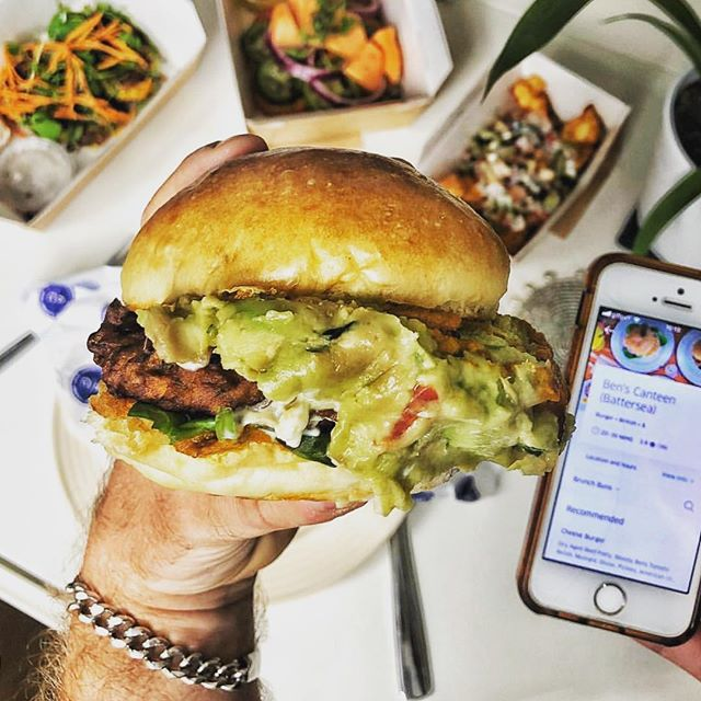 Marriage made in #content #partnership heaven - @the.xandwich and @ubereats_uk giving us the #FridayFeels 🍔