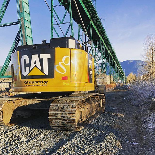 Beauty day for a little road building under the Lions Gate Bridge! #Cat335 #kenwortht800 #civilconstruction #lionsgatebridge #gravityconstruction