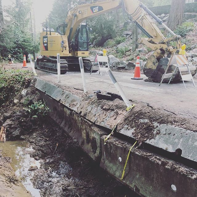 Emergency Road Repair on Piccadilly North Road, West Van.  Got it done just in time before the snow started to fly! #districtofwestvancouver #gravityconstruction #islengineering #lockblock #cat315