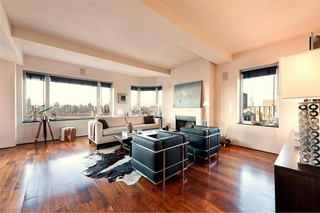 1150 Park - Living Room 2.jpg