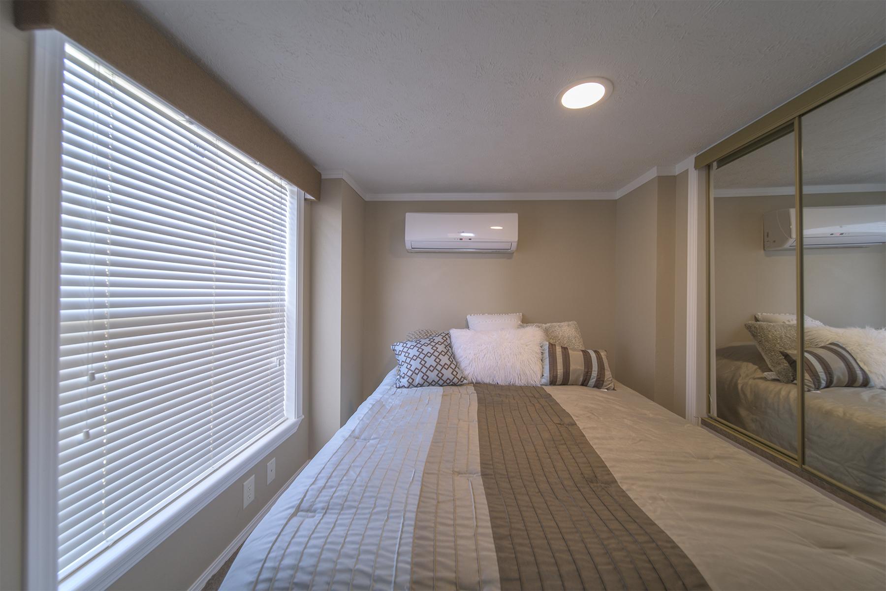 cabin-bedroom-MonkeyIsland.jpg