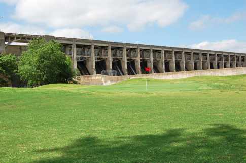 This golf course is set against the beautiful backdrop of Pensacola Dam with tree-lined fairways, Bermuda greens, well-placed bunkers, minimum water hazards and a spectacular view of the Pensacola Dam. Facilities include a driving range and prop shop with cart and club rentals, snacks and drinks.