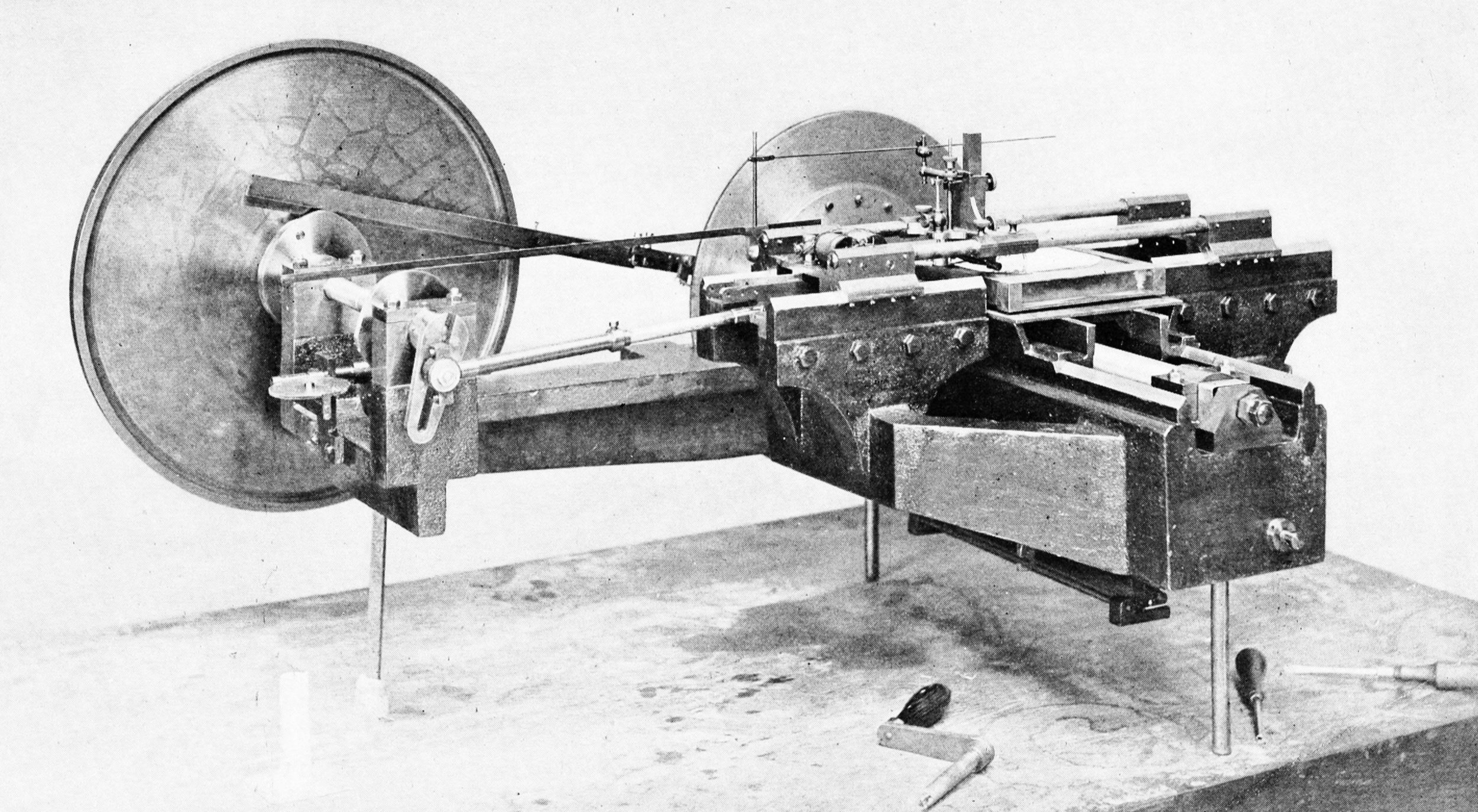 FIGURE 1.   (a)  Henry Rowland's ruling engine allowed him to make precision diffraction gratings that were in high demand worldwide. Courtesy of Wikimedia Commons.