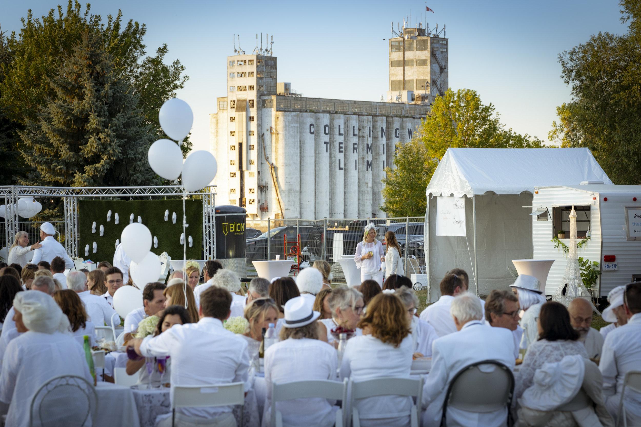 Diner en Blanc 2019 Collingwood photo Seb Petrescu-20.jpg