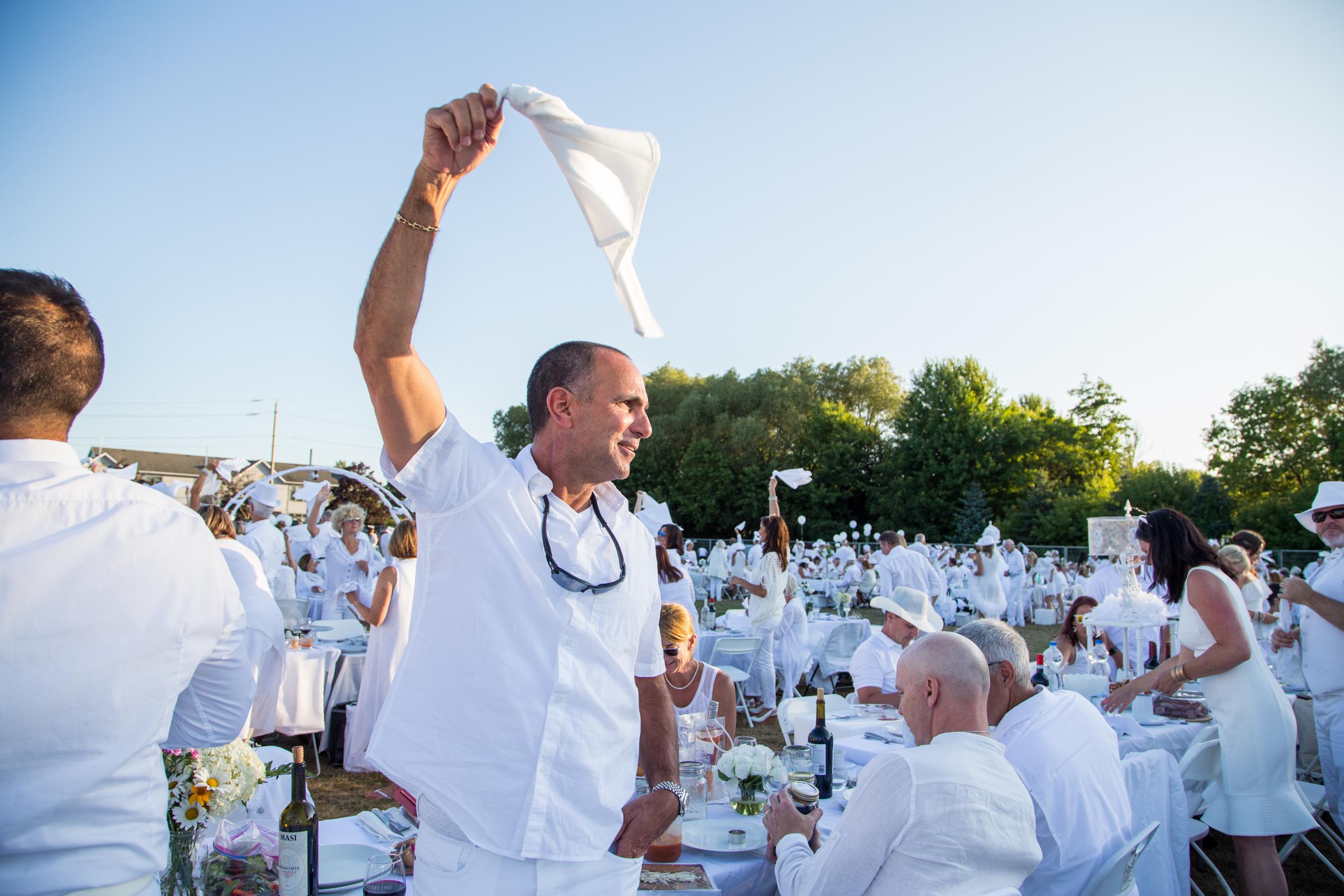 Diner-En-Blanc-2019-Collingwood-Chris-Gardiner-_MG_1088.jpg