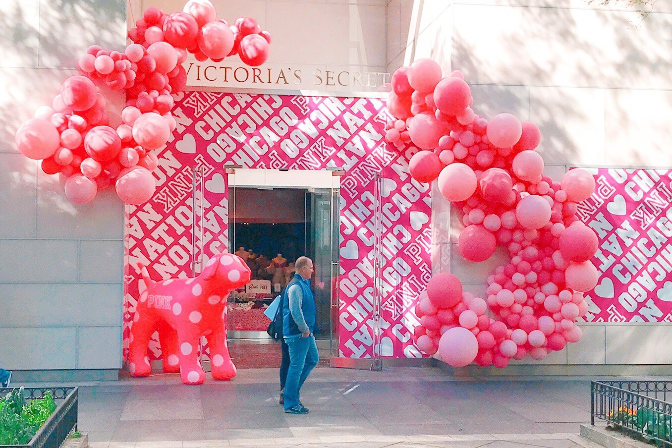 vroom_vroom_balloon_organic_balloon_garlan_installation_nashville_chicago_victoria_secret_pink.JPG.jpg