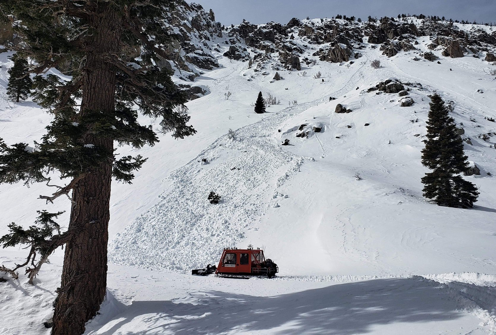 Inyo County snowcat attempting to reach the trailhead.  Image by Inyo SAR