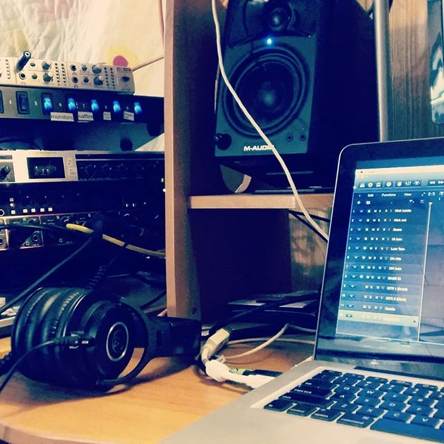 Doing a little live recording with @dtsurgeon on behalf of @rockedenmagazine.  #rockedemagazine #dtsurgeon #indierock #alternativerock #newfoundlandmusic #musicnl #grandlakemixing #recording #video #livemusic #diy #indie #rock #musicvideo
