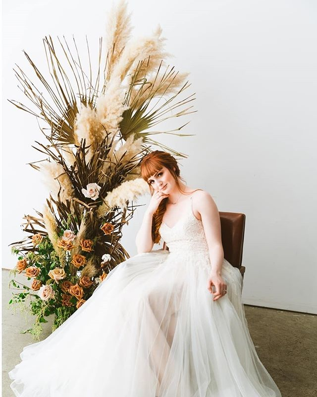 """If you look the right way, you can see that the world is a garden"" — Frances Hodgson Burnett  Flowers provide a full sensory experience, and thus transition 'space' into atmosphere. Transform your wedding or event into a memorable experience!  Currently booking for 2020 🌷 Tap for vendor love"