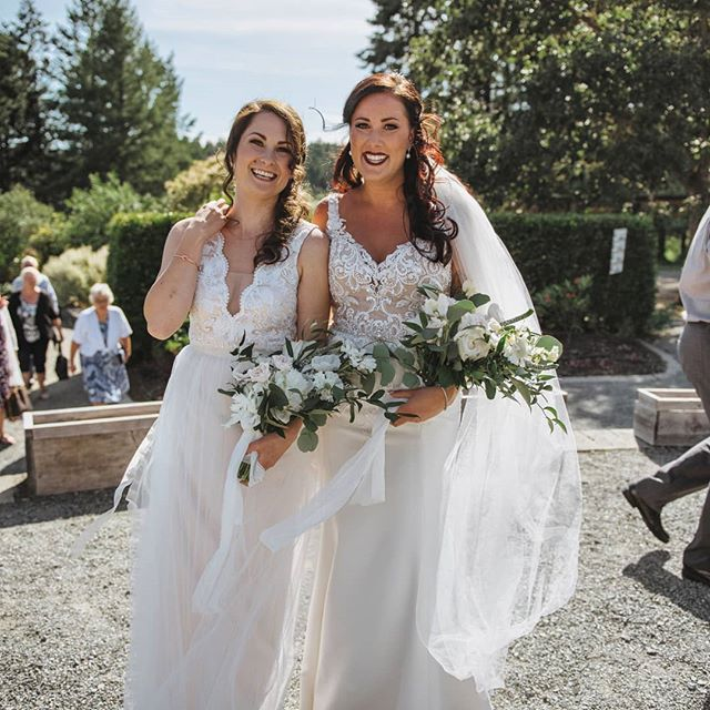 For those of you that may not know, in addition to my own small home-based floral studio, I am also a co-founder of @popupweddingvictoria  Our first official Pop Up Wedding on June 8th was a fabulous success!💃 This moment was a fav of mine; when newly married Chantel gave nearly married Emma a big hug as they passed each other in the courtyard. So much love! Head to @popupweddingvictoria for more information on this stress-free, affordable wedding ceremony option and our upcoming Mix & Mingle party! 🍾 @cedarcoastphotography