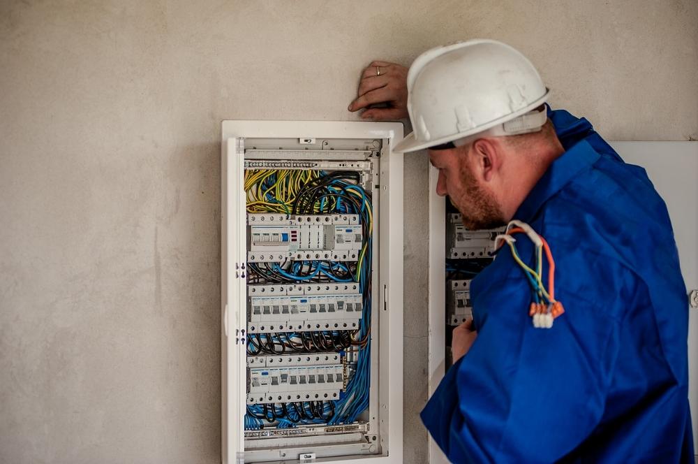 electrician-2755683_1280.jpg