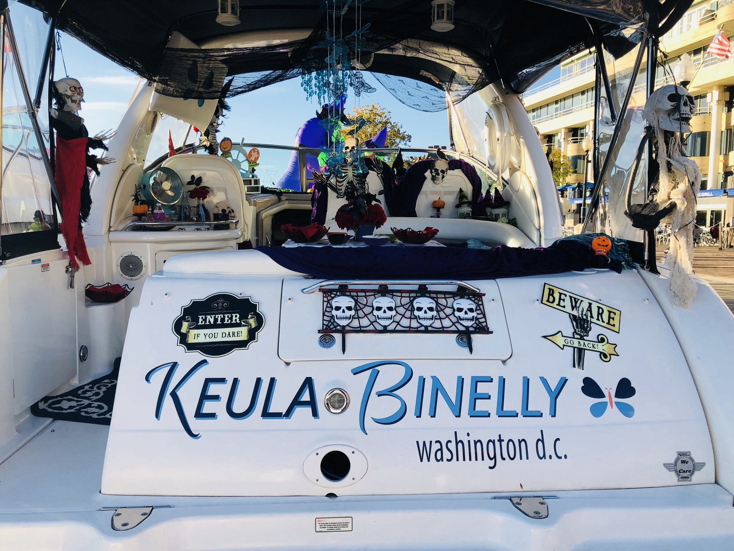 Savvy_Sexy_socia_womens_Networking_club_Keula_Binelly_Boating_life_washington-dc_Halloween_Georgetown_waterfront_Boating_life