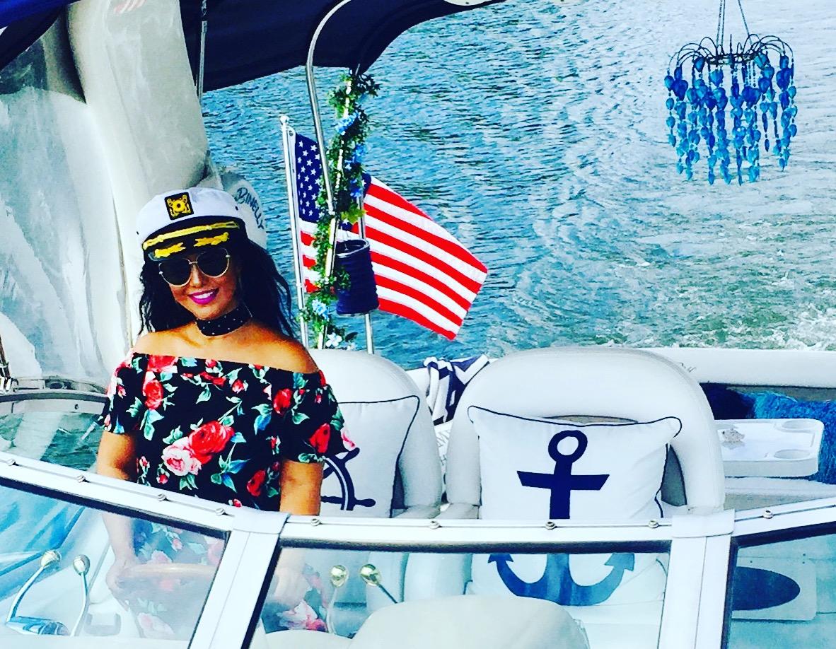 Savvy_Sexy_socia_womens_Networking_club_Keula_Binelly_Boating_life_washington-dc_waterfront