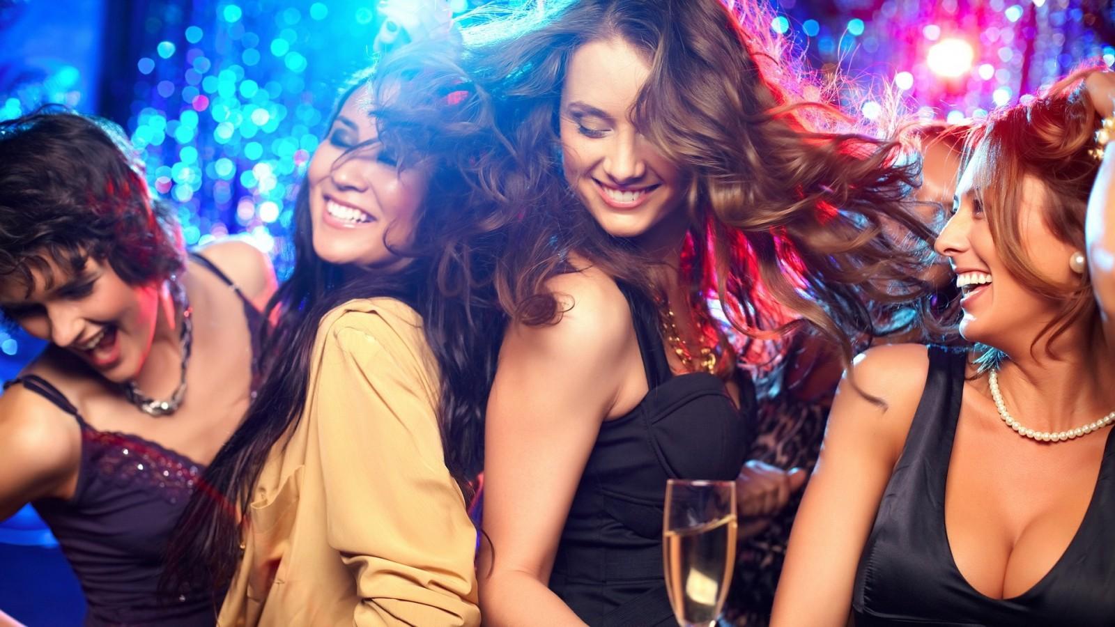 dancing_smiling_disco_women-217036.jpg