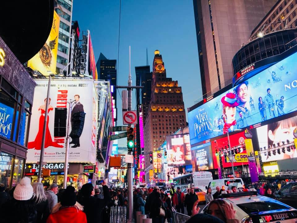Savvy_Sexy_socia_womens_Networking_club_Keula_Binelly_Travel_NYC_Daytrip_reston_limousine_timesquare