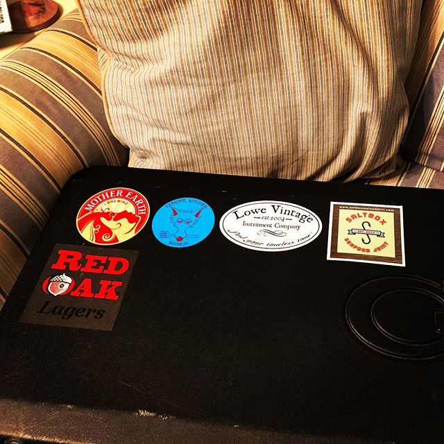 Was able to load up the #glguitars case with fresh stickers while visiting family in North Carolina. Proud to shoutout these great home state institutions here in Kansas. Thank you @motherearthbrew @coyote_kitchen @lowevintage @saltboxseafoodjoint @redoakbrew for all your varied goodness. And thank you @glguitars for making such a fine dream machine to carry with me inside that case! #motherearthbrewco #coyotekitchen #lowevintage #saltbox #redoakbrewery