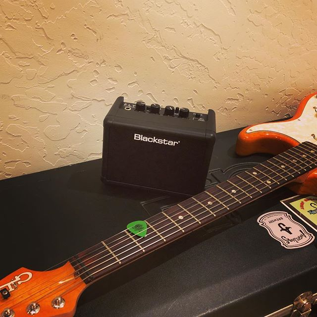Loving this #blackstaramps #fly3 for some vacay tunes on a #fullertonfriday with the #glguitars axe.