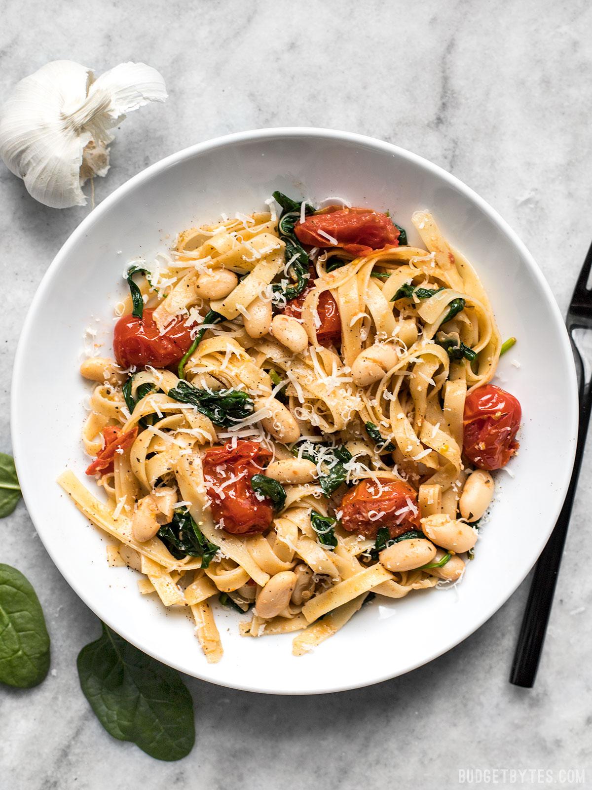 https://www.budgetbytes.com/2010/06/tuscan-white-bean-pasta/