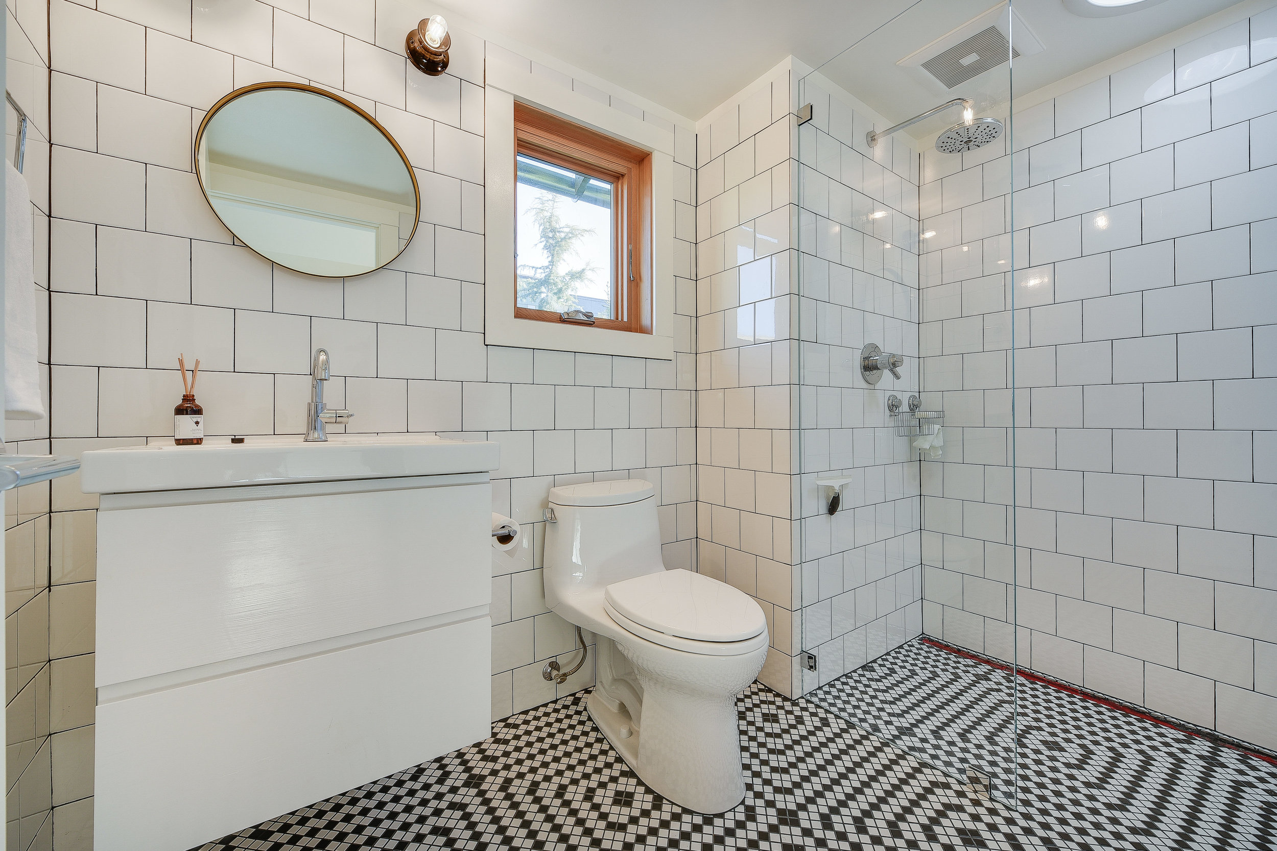 NE Hoyt Tile Bathroom