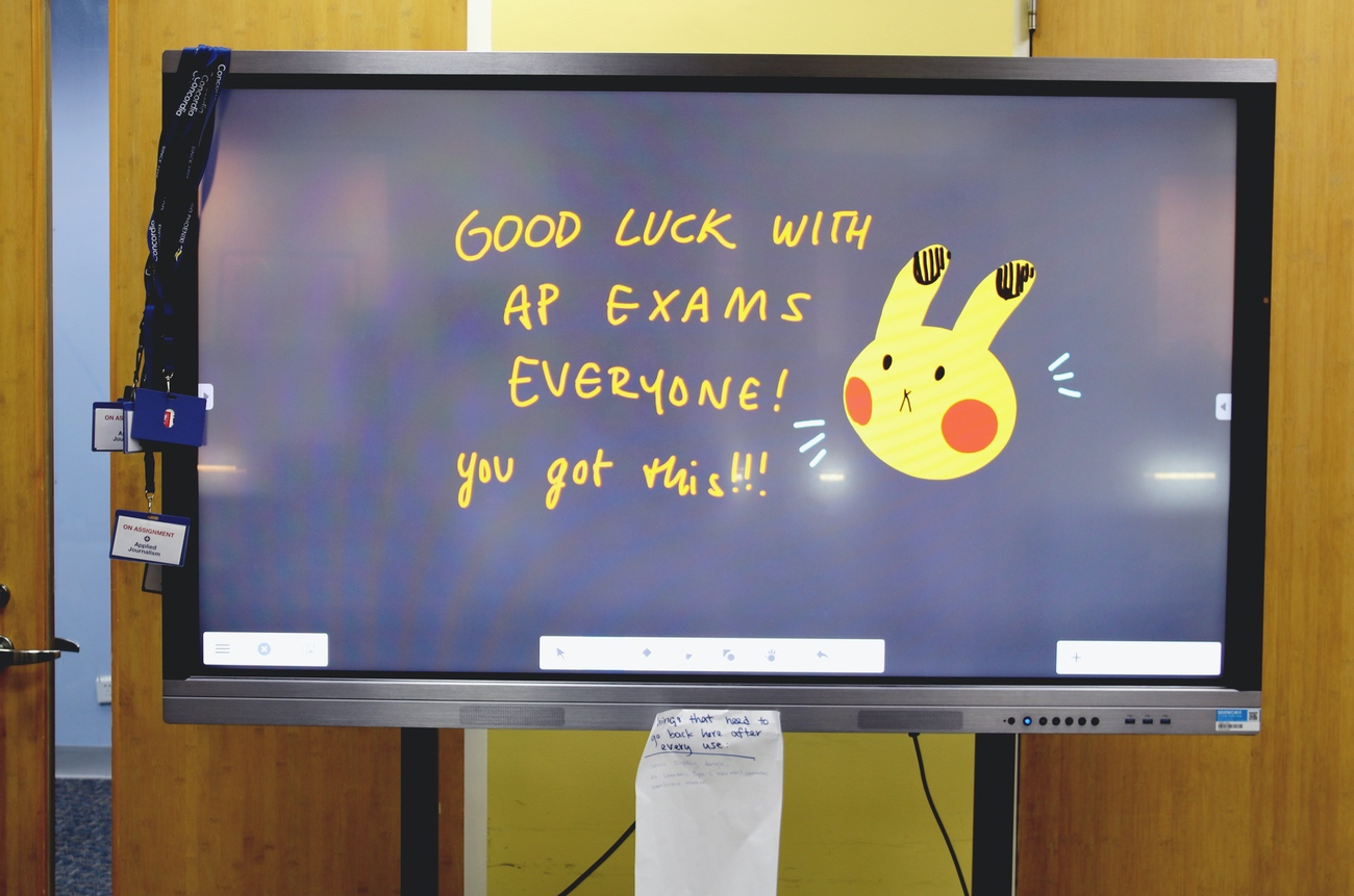 A little note of encouragement in the SMS tech lab. See related story.  (image: Evelyn S., Concordia Applied Journalism)