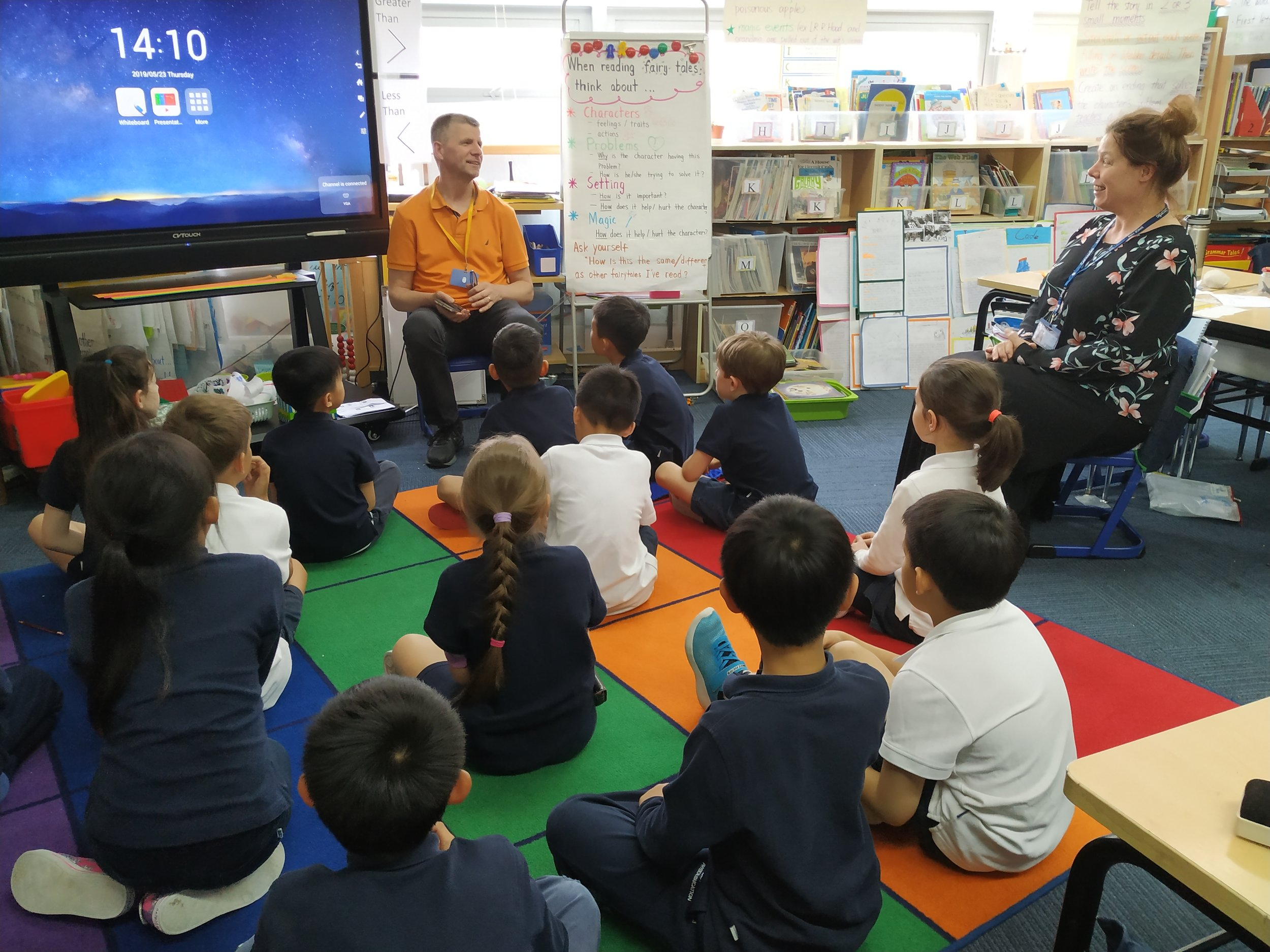 Gerie from Home Sweet Home (an organization that provides support to homeless people in Shanghai) talks with grade 2 students in May 2019.