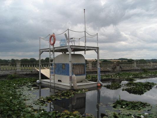 floating_caravan_01.jpg