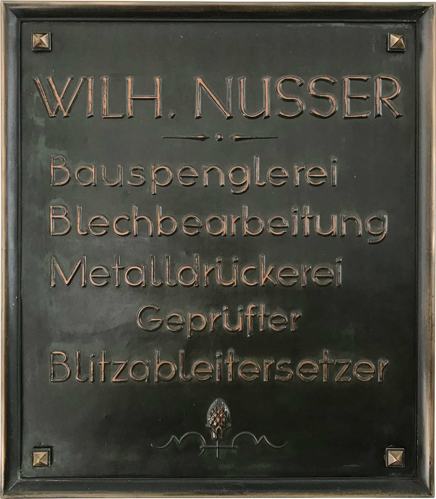 Firmenschild-Wilhelm-Nusser-Bronze.jpg