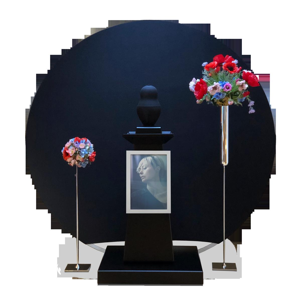 """SOGON-System """"The last stage"""", KOMIO mit Floristikaufsatz """"Blumenkugel"""" (links) und Vasenaufsatz (rechts) ·  SOGON-System """"The last stage"""", KOMIO with floral attachment """"Flower ball"""" (left) and vase attachment (right)"""