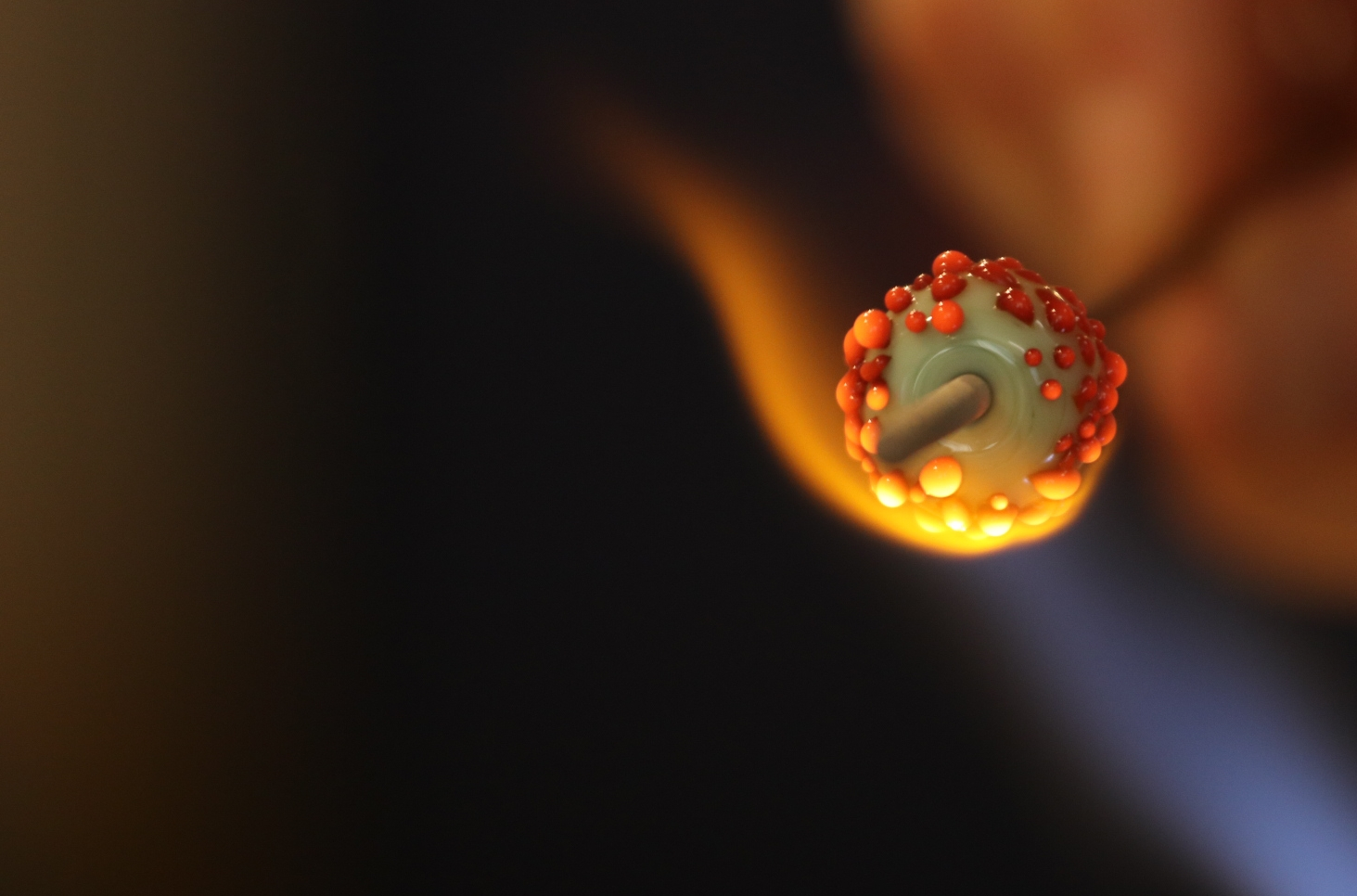 Melting frit on the surface of a bead. Photograph courtesy of Simon Hennessey.