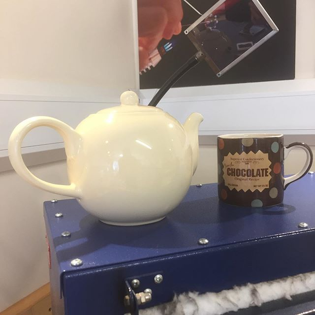 Alternative uses for my bead-annealing kiln #1: teapot warmer! What are you up to today? Fancy watching some magic? Pop in to 🔥 #letfireinspire today or tomorrow 11-5 to watch lampwork beads being made at the torch flame! 👉 Link in bio ❤️