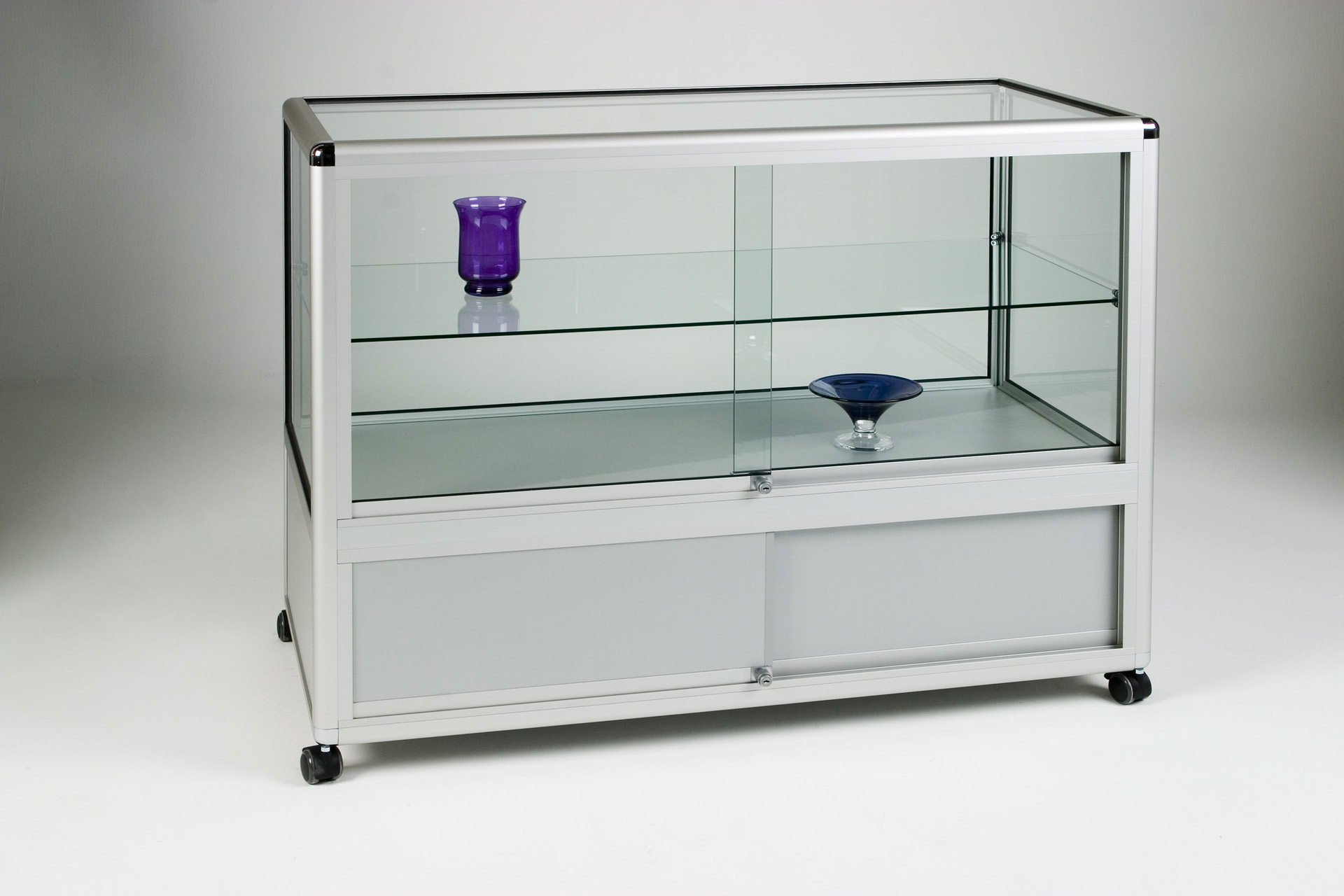 13_Straight Display counter 2:3.jpg